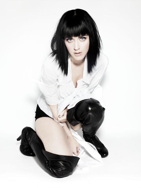 Foto de Katy Perry sensual y con ropa número 14065