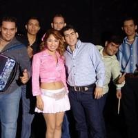 Biografía de Dinora Y La Juventud
