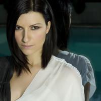 ¡Laura Pausini grandes éxitos por partida doble: recopilatorio y gira!