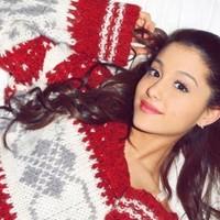 'Santa Tell Me' Ariana Grande mayor rendimiento en Spotify