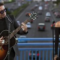 """Alejandro Sanz inaugura el """"Puente del Corazón Partío"""" en Madrid"""