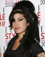Amy Winehouse ingresada tras desmayarse