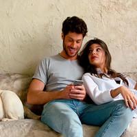 Ana Guerra con Juan Magán 'Ni la hora' mira el video