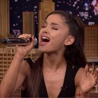 Ariana Grande imita a Celine Dion, Britney y Christina Aguilera