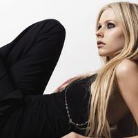 Avril Lavigne recibe una paliza