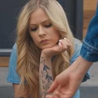 Avril Lavigne video para su nueva balada 'Tell Me It's Over