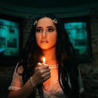 Becky G sorprende con su nuevo y terrorífico video 'Secrets'