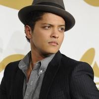Bruno Mars publicará en otoño su retrasado tercer álbum