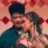 Bruno Mars y Cardi B atraídos en el video 'Please me'