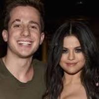 Charlie Puth tuvo algo con Selena Gómez