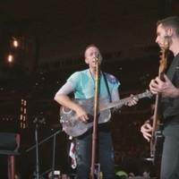 Coldplay dedican una canción homenaje a Houston