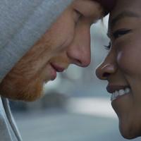 Ed Sheeran boxea en el video 'Shape Of You'