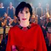Enya super maquillada en el video 'So I Could Find My Way'