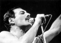 Freddie Mercury vuelve a los escenarios con Queen