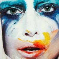 Gaga estrena el video al completo de 'Applause'