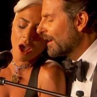 Gaga gana su Oscar y enamora en directo con Bradley Cooper