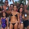 Jennifer López celebra sus 49 en bikini y sin maquillaje