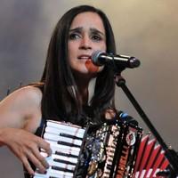Julieta Venegas emociona con su nuevo álbum