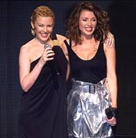Kylie Minogue vuelve a los escenarios tras superar un cáncer
