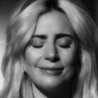 Lady Gaga llora en el nuevo video de 'Joanne'