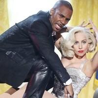Lady Gaga quiere borrar la canción que grabó con R. Kelly