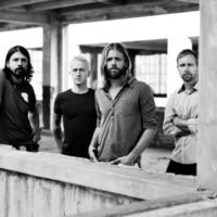 Los Foo Fighters actúan en garajes