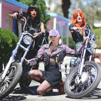 Lowell con Icona Pop, moteras punkis en el video 'Ride'