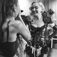 Madonna en el video 'God is a woman' de Ariana Grande