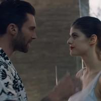 Maroon 5 video de 'Wait' con Alexandra Daddario