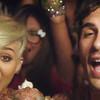 Miley Cyrus con Borgore en el clip 'Decisisons'