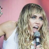 Miley Cyrus sin voz tras operación de las cuerdas cocales