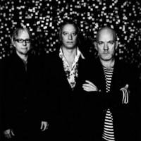 R.E.M. estrena dos vídeos