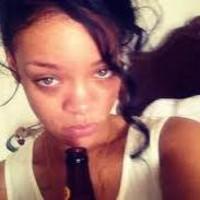 Rihanna borracha perdida en un concierto polaco