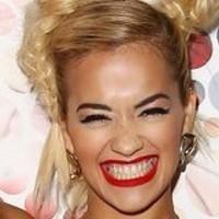 Rita Ora karaoke radiofónico de 'Hello' de Adele