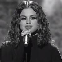 Selena Gomez sufrió pánico antes de actuar en los AMAS