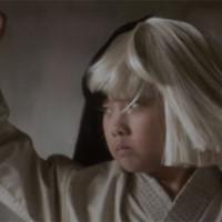 Sia nos da el cambiazo en su nuevo clip 'Alive'
