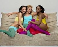 Sugababes se rodean de hombres desnudos en su nuevo videoclip