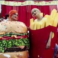 Taylor Swift saca a Katy Perry en el video 'You Need To Calm Down'