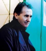 """Víctor Manuel publicará un nuevo álbum titulado """"No hay nada mejor que escribir una canción"""""""